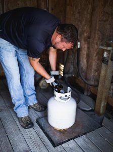 Service Tech filling portable propane tank