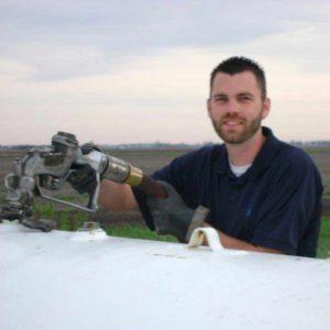 Service Worker refilling propane tank